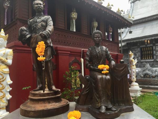 ワットシースパンのムアンゲーオ銅像