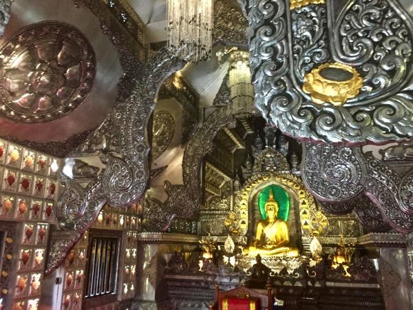ワットシースパンの仏堂に安置されている仏像