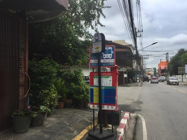ウワライ通り1のバス停
