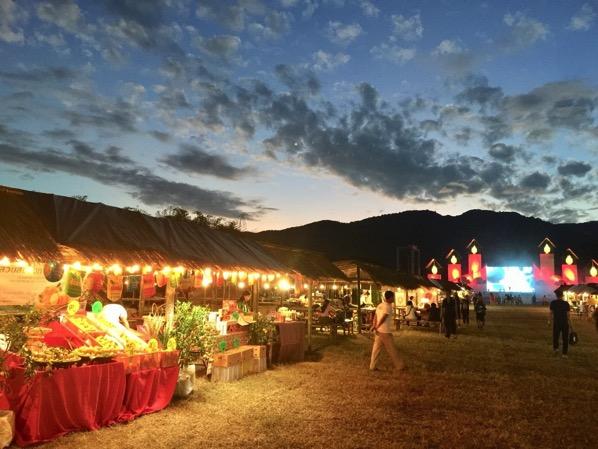 ランナー王朝コムローイ伝承祭りの屋台