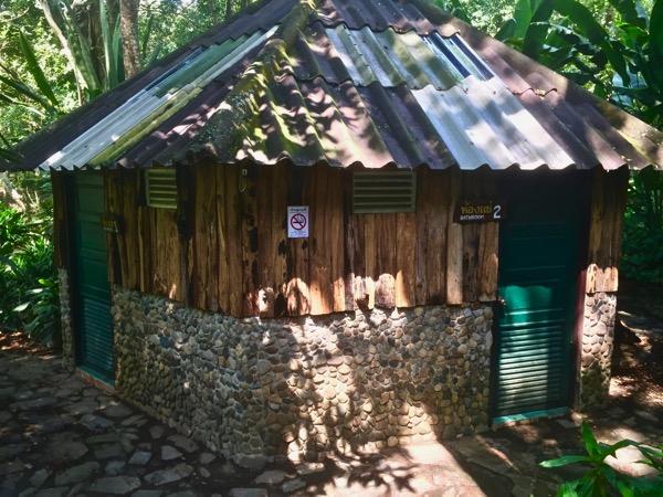 ポン・アーン温泉の個室