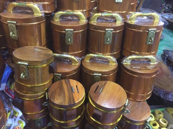 木の貯金箱