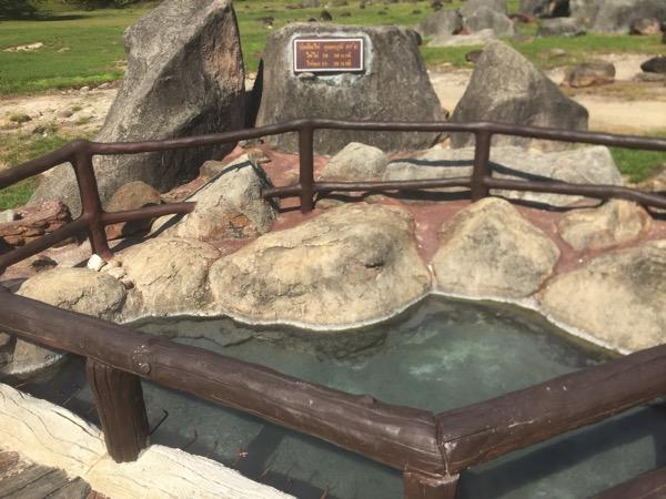 ドイファホムポック国立公園の温泉卵がつくれる源泉井戸