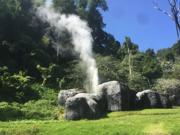 ドイファホムポック国立公園の間欠泉