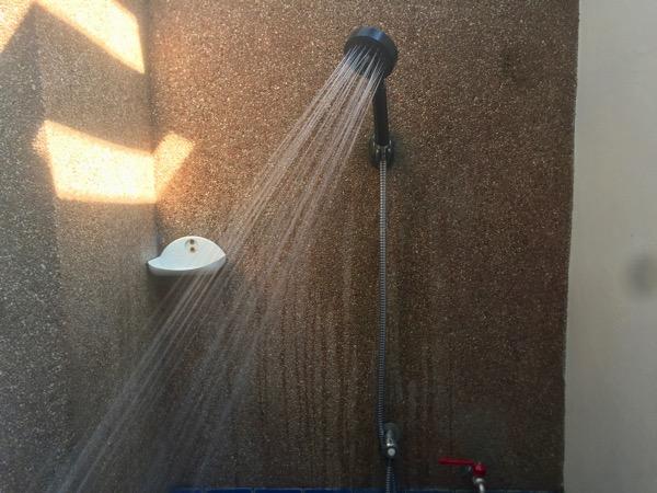 ファーン温泉の個室貸切風呂浴室のシャワー.