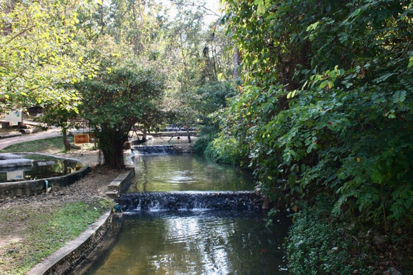 ター パーイ温泉の野湯