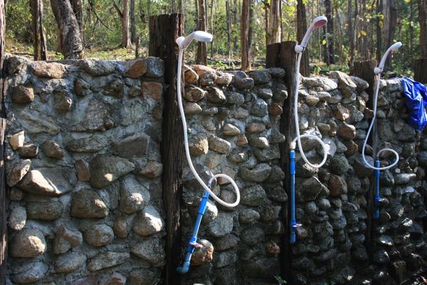 ター・パーイ温泉の男女共有のシャワー