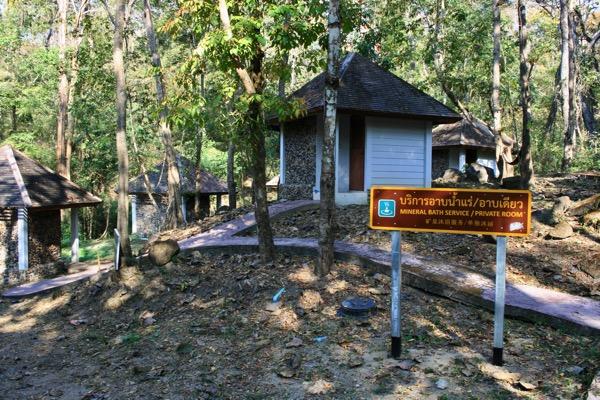 ター・パーイ温泉のバンガロータイプの個室風呂