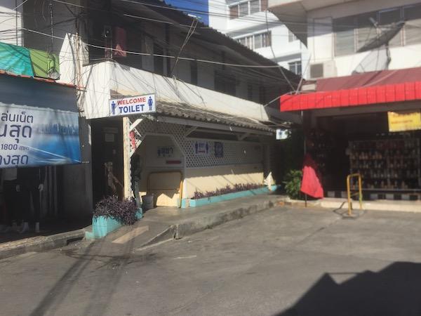 タニン市場のトイレ
