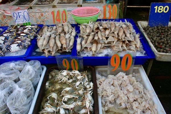 ムアンマイ市場で売っている烏賊