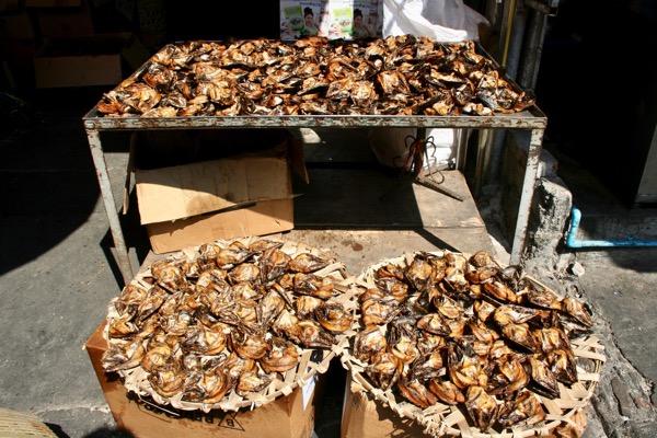ムアンマイ市場で売っている田蟹のくさや