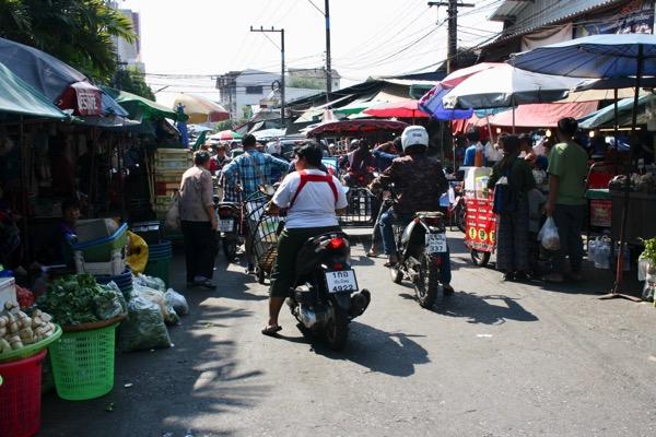 チェンマイのムアンマイ市場の雰囲気-1