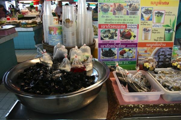 チェンマイタニン市場の仙草ゼリー