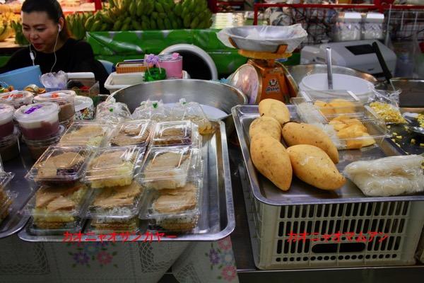 チェンマイタニン市場のカオニャオサンカヤー