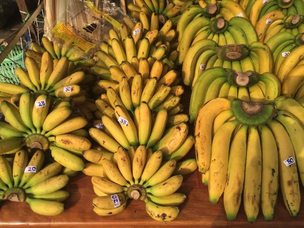 ムアンマイ市場のバナナ