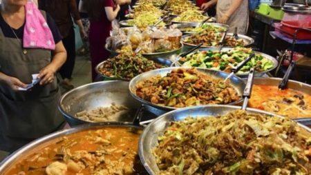 タニン市場の惣菜コーナー