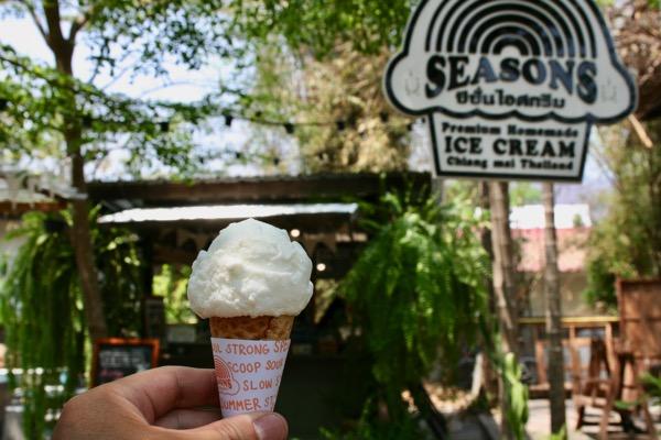 バーンカーンワットのSeasons Homemade Ice-creamのココナッツアイス