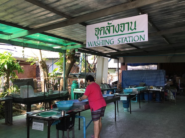チェンマイのベジタリアンセンター洗い場