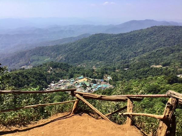 Khun Chang Khian村に行く途中から見えるモン族の村