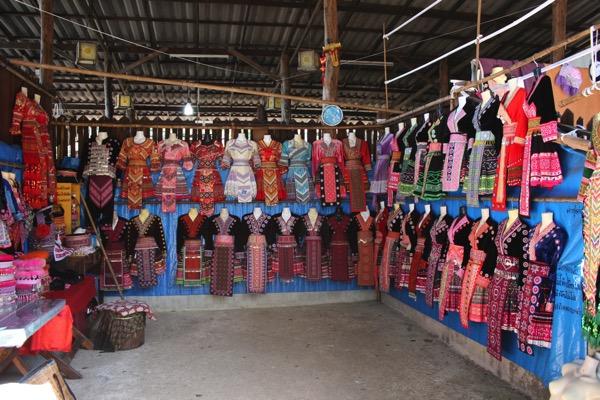 モン族の民族衣装レンタル