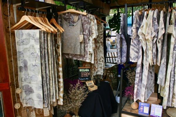 バーンカーンワットRISSARA Studio, Chiang Maiの洋服