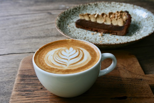 バーンカーンワットのTHE OLD CHIANGMAI CAFE  ESPRESSO BARのカフェラテ
