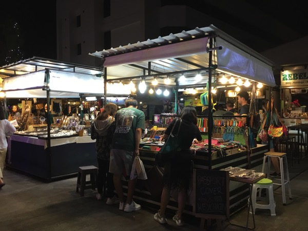 Ploen Ruedee Night Marketのお土産屋