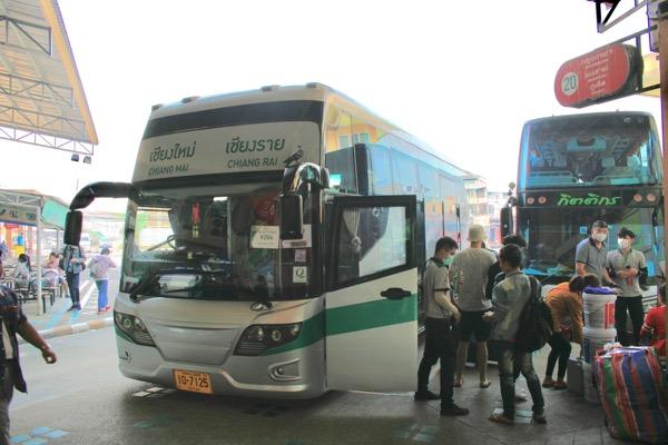 チェンライ行きグリーンバス20番乗り場