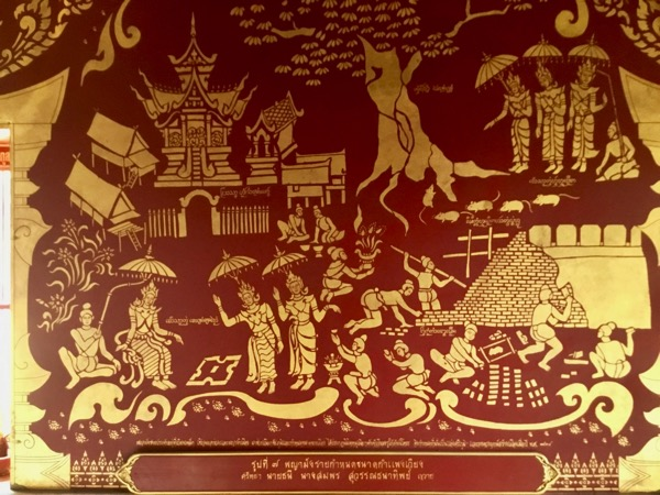 チェンマイの城壁を造っている様子が描かれたワット・チェンマンの中央礼拝堂の壁画