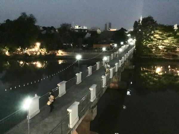 ワロロット市場とワットゲートガラムを結ぶジャンソム橋