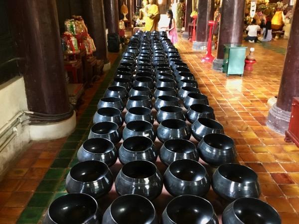 ワットパンタオの108個の鉢
