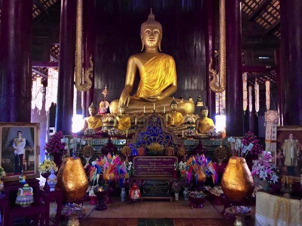 ワットパンタオの仏像
