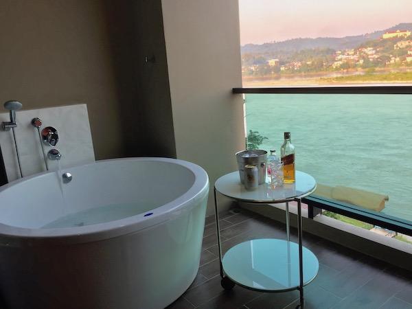 チェンコーンのホテルの客室露天風呂