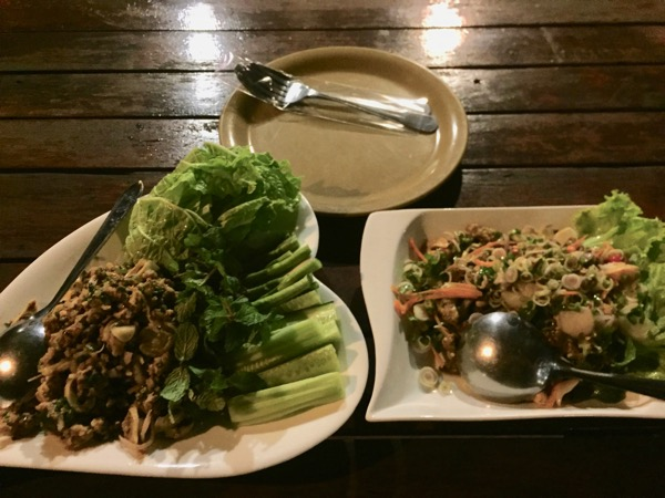 チェンコーンの人気タイレストランRim Khong restauranの料理