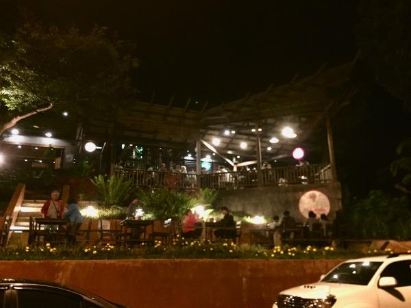 チェンコーンの人気タイレストランRim Khong restauran