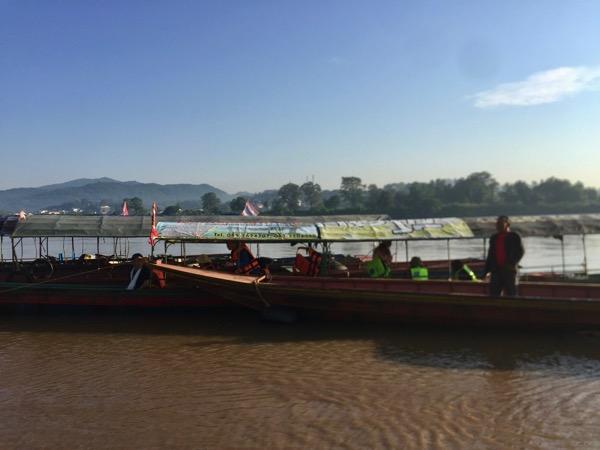 チェンコーンの渡し舟