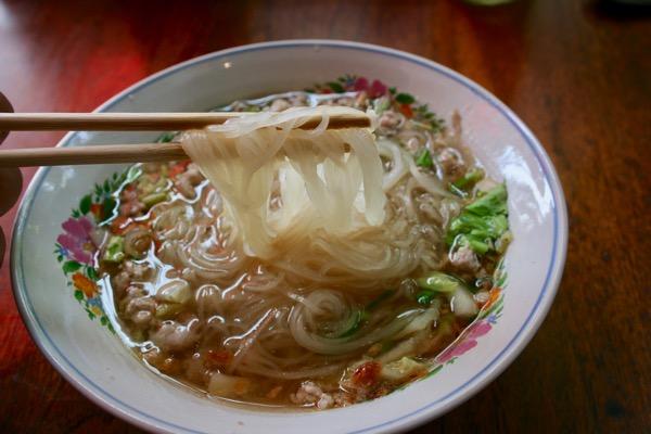 カオソーイラムドゥアン2号店のタイラーメンの麺