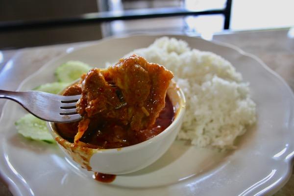 チェンマイのジョークソンペットの北タイカレーのお肉