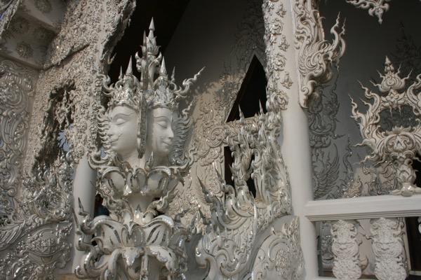 ホワイトテンプルの礼拝堂の装飾