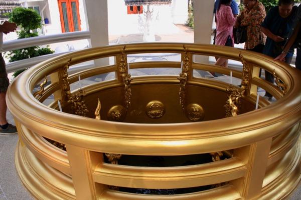 ワットロンクンの祈りの井戸
