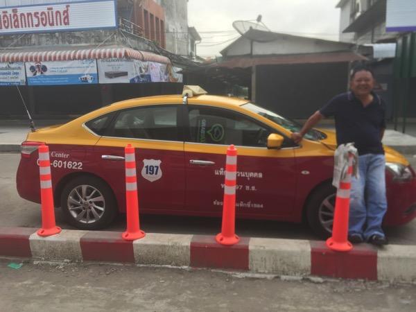 チェンライバスターミナルに待機しているタクシー