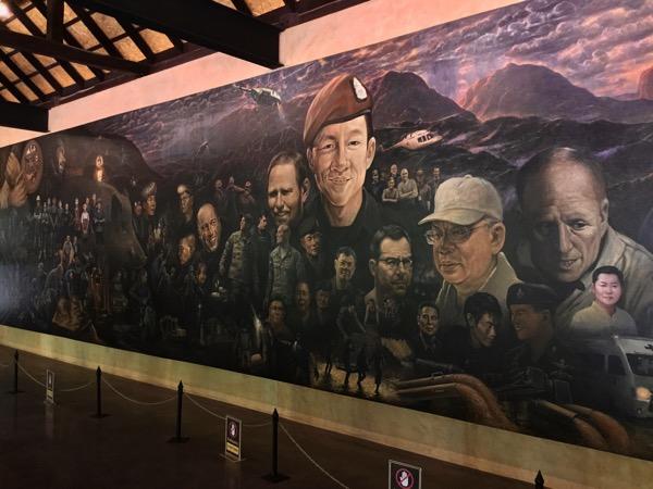 救出活動にあたった世界各国の人々が描かれたチャルムチャイ・コーシッピパットさんの作品