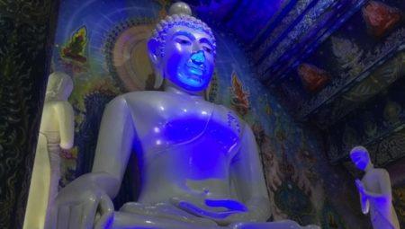 チェンライの青い寺(ブルーテンプル)の行き方と見どころ