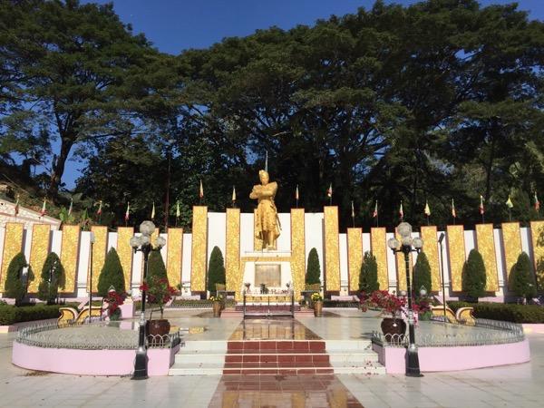ブランニョン卿の記念碑