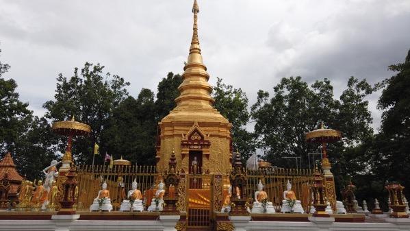 ワットプラタートドーイワーオの仏塔