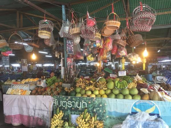 サンパコーイ市場の雰囲気