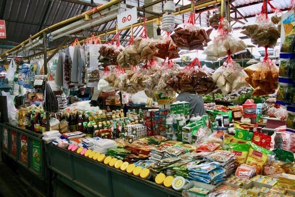 チェンマイガートコム市場の調味料売り場