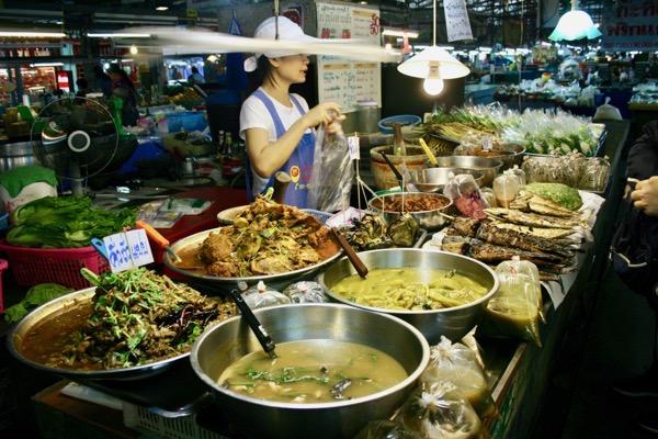 ルアムチョーク市場の惣菜市場