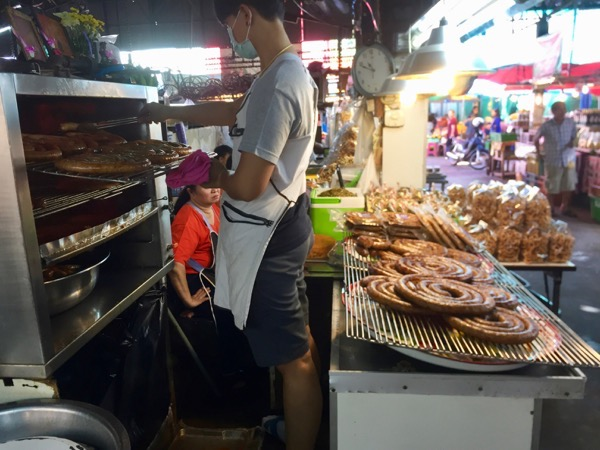 タイ北の特産品サイウアソーセージ