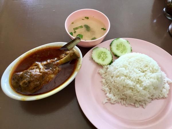 チェンマイのハラルレストラン(クルアビスミスラー)のマサラカレー